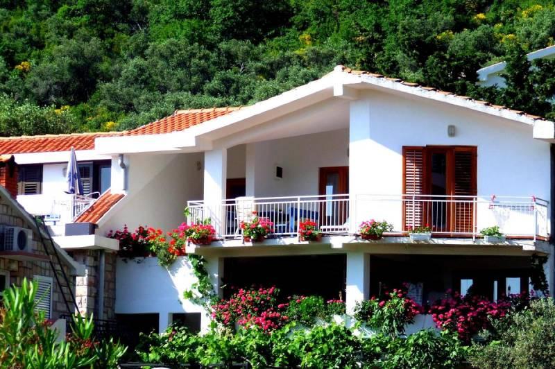 Sveti Stefan apartments  NR Lux
