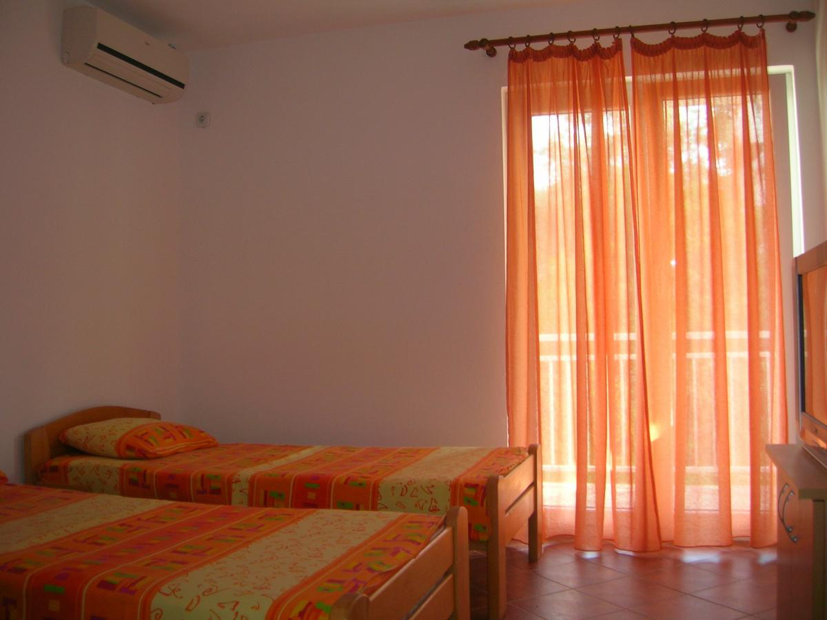 Apartmani i sobe Okuka