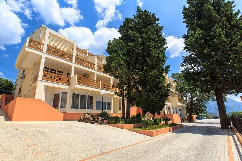 Berg Apartments