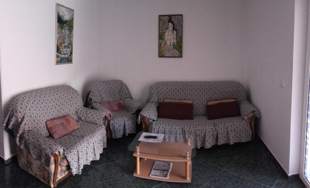 Izdajem stan u Petrovcu